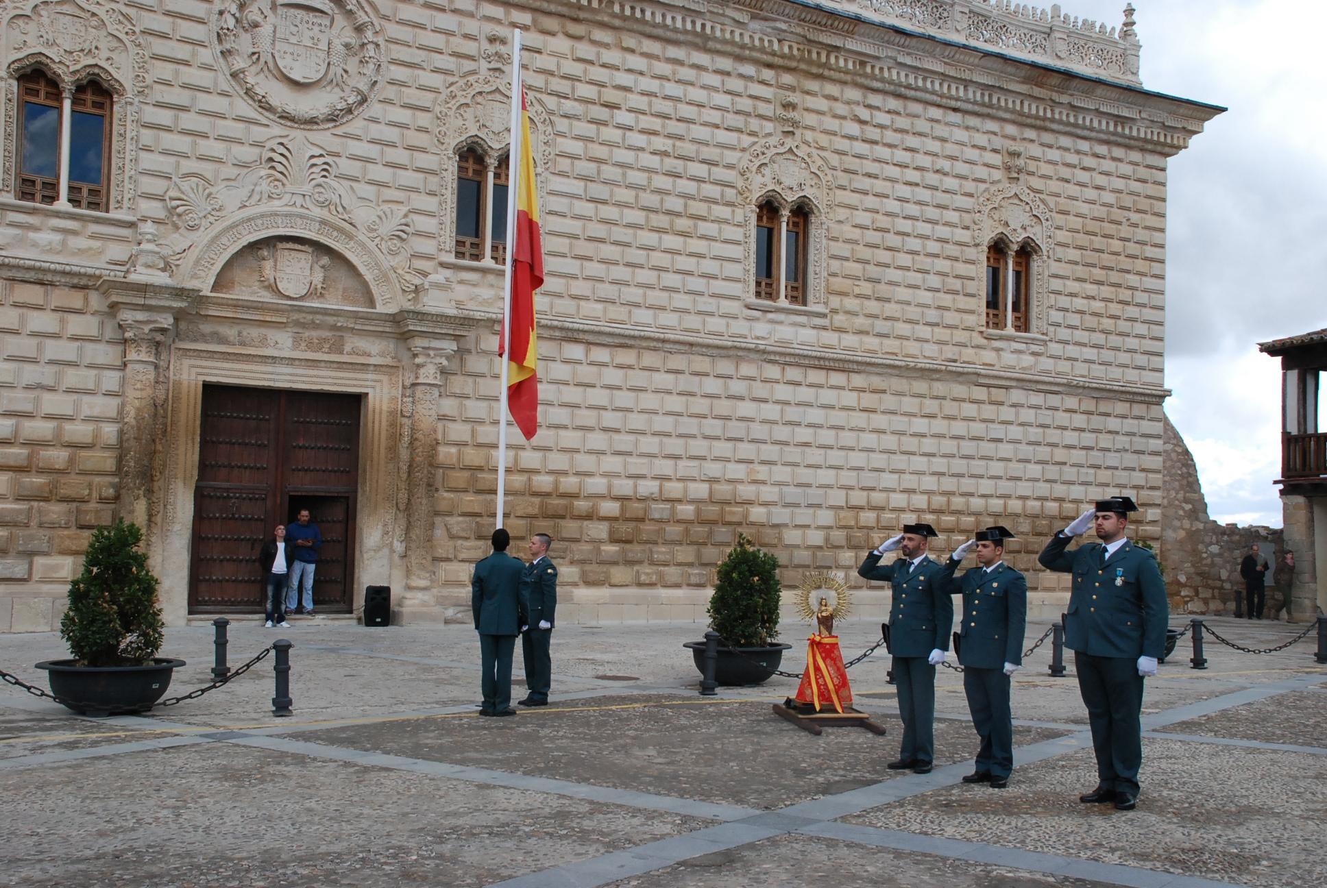 Izado de bandera con motivo de la Fiesta Nacional de España