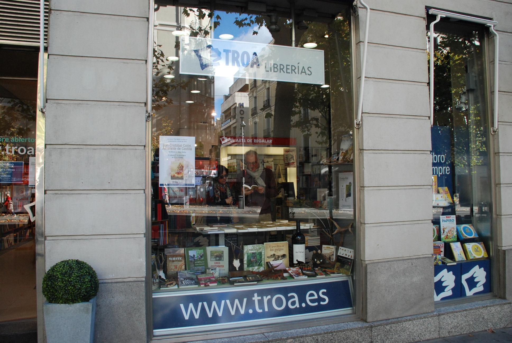 Firma de libros en Troa(2) reducido